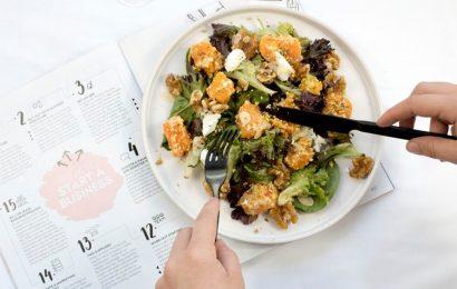 Um prato saudável sendo devorado